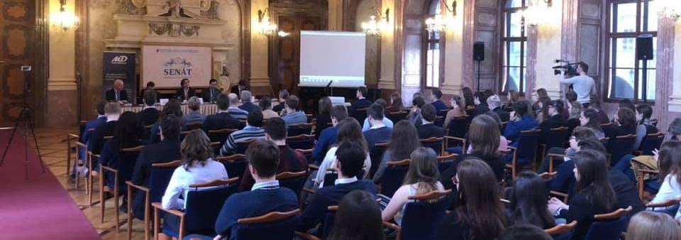 Přednášky, semináře, diskuze